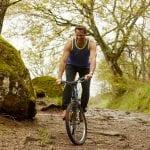 Vélo tout terrain en forêt