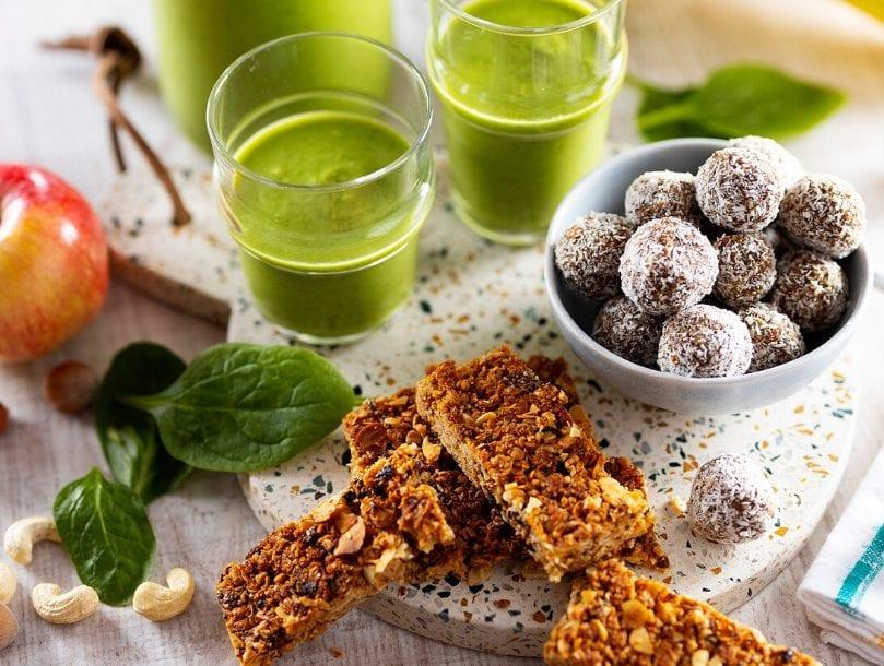 Barres de céréales, energy balls et smoothie vitaminé