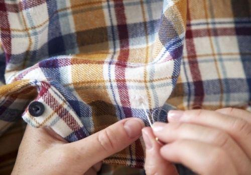 Réparer un accroc sur une chemise : astuces couture